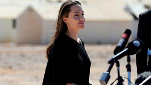 Одежда Анджелины Джоли разозлила сирийских беженцев (ФОТО)
