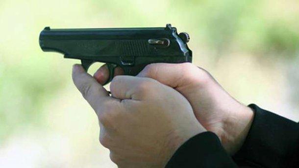 Неизвестный стрелял в прохожего в центре Киева