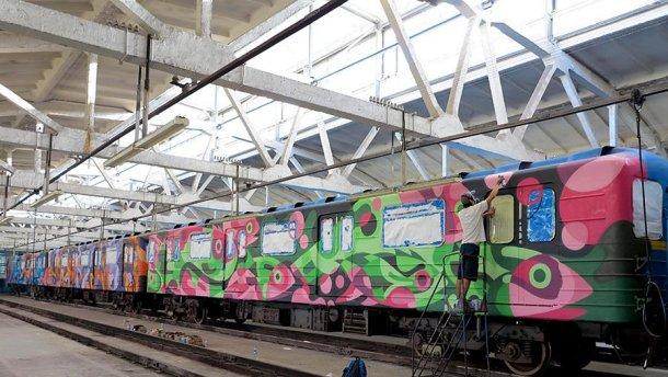 По Киеву будет ездить невероятно яркий поезд