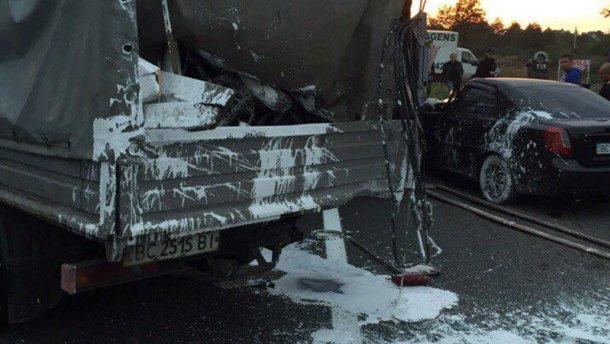 Страшное ДТП под Львовом: погиб работник дорожной службы (ФОТО)