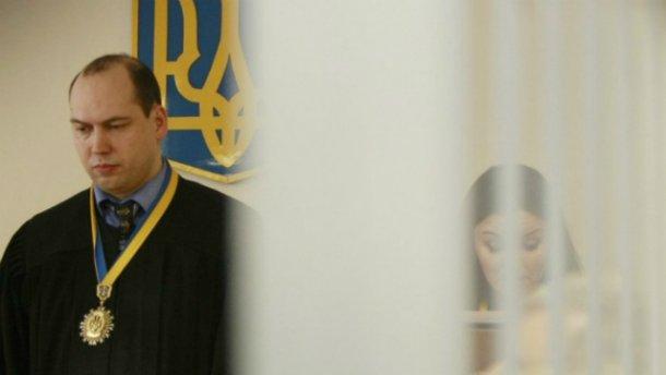 Скандального судью отстранили от должности