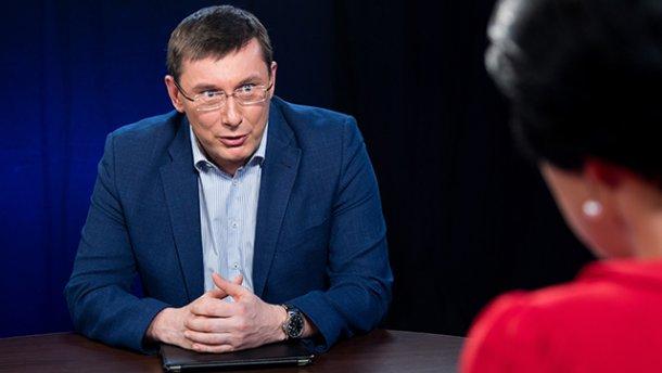 Луценко рассказал, в каких нардепов могут забрать загранпаспорта