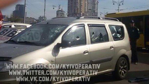 В Киеве неизвестные обстреляли автомобиль: опубликованы фото