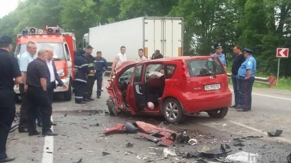 Ужасное ДТП в карету скорой въехало авто (видео)