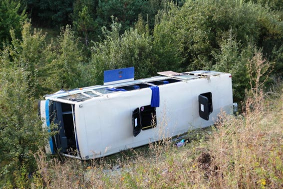 Страшное ДТП на Львовщине: КрАЗ с людьми вылетел с трассы (Фото)