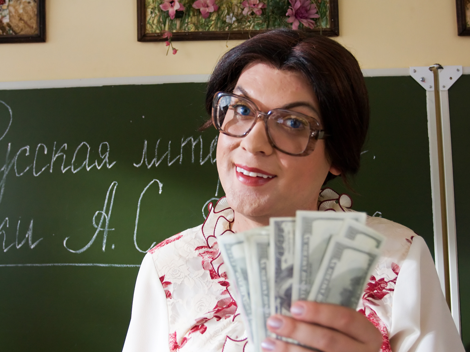 Во Львове десять школьных работников попались на коррупции