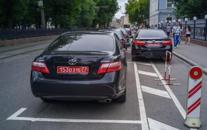 Из машины консула РФ во Львове сняли дипломатические номерные знаки
