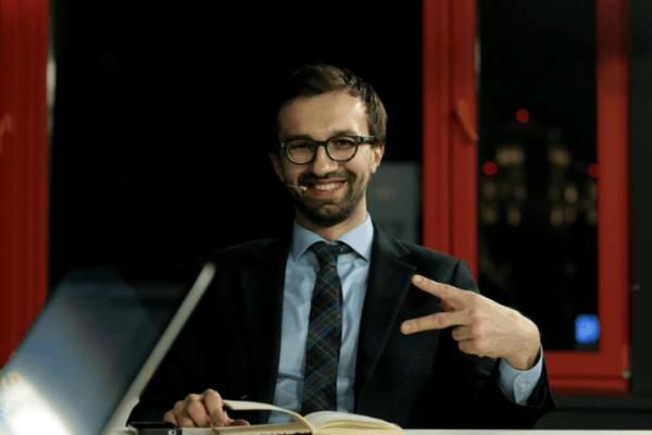 Разбегаются как тараканы: Пинзенык рассказал, как Лещенко «засекли» в самолете на Тбилиси