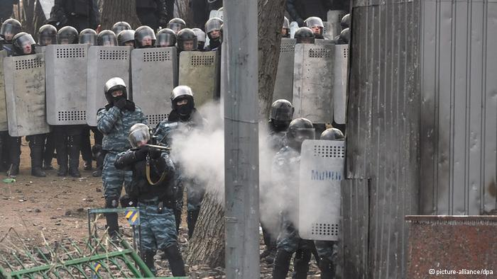 В суде показали новое видео, на котором беркутовцы расстреливают активистов площади (видео)