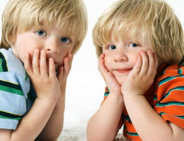 Тяжелобольным детям-близнецам нужна ваша помощь