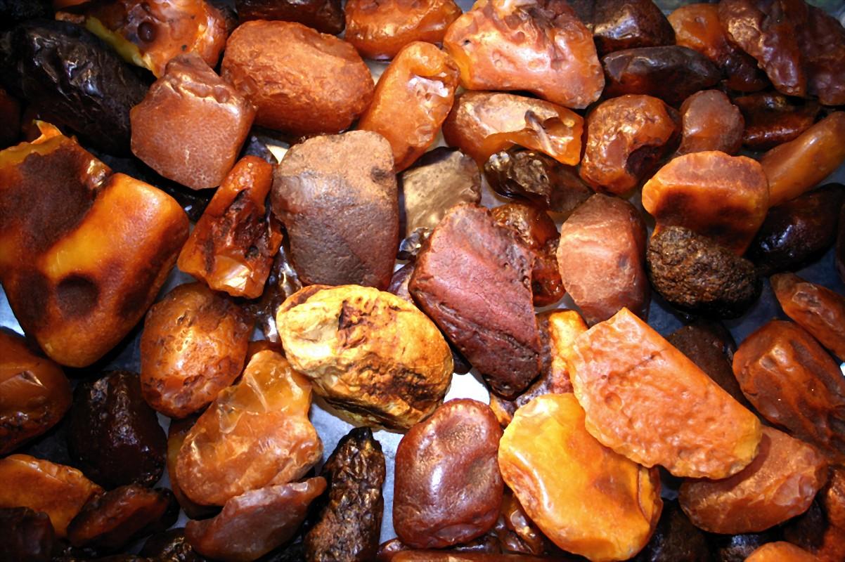 «Янтарная мафия»: В Ровенской области продолжают незаконно добывать камень