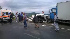 Во Львове водитель убегая от полиции спровоцировал ДТП и расколол BMW пополам