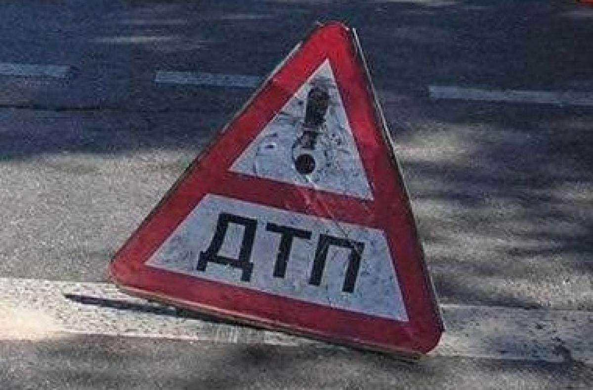 Во Львове автомобиль сбил девушку на переходе