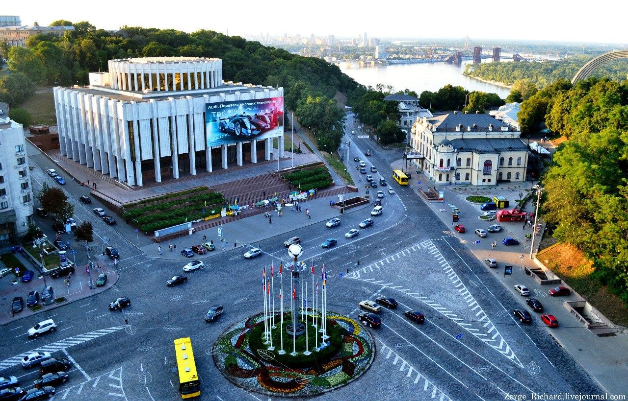 В центре Киева сняли на фото пикантную ситуацию