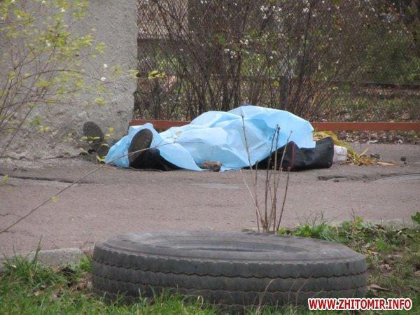 Во Львове посреди улицы обнаружили два трупа