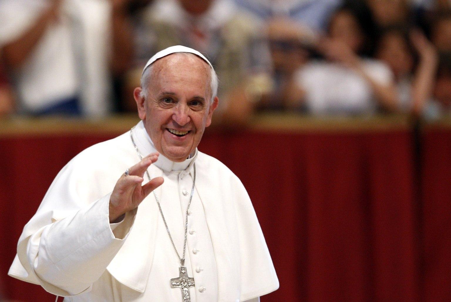 «Боже, какой позор» Папа Римский просит Украину не разворовывать деньги, которые он передал для переселенцев (видео)