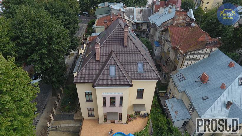 Фиктивный развод и взятка: СМИ разоблачили судью, «спрятавшую» дом в центре Львова