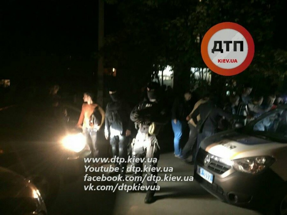Деньги на дороге: под Киевом повязали копа-взяточника