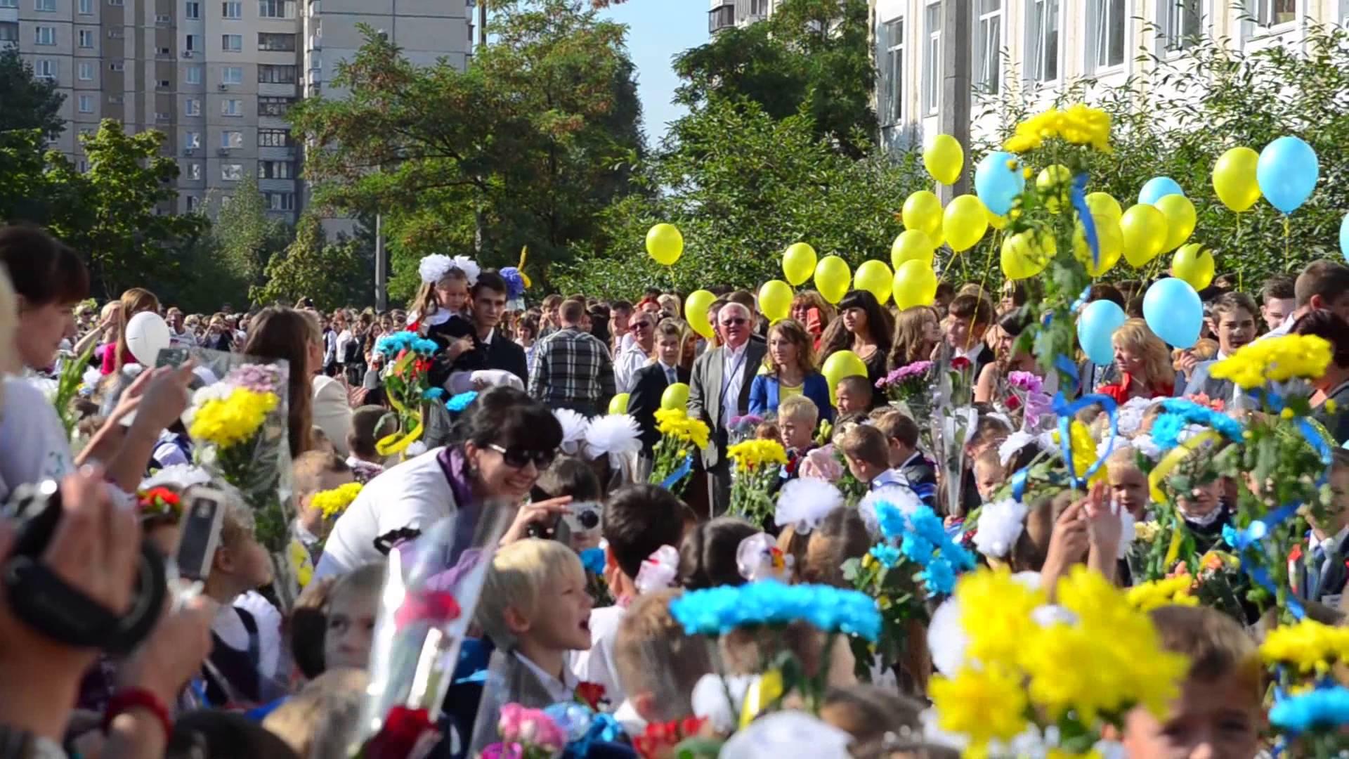 Чиновница Садового выступила на школьной линейке во Львове на русском языке