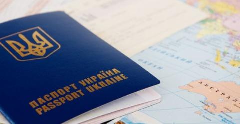 С 1 октября Украинцы не смогут продлить действие загранпаспорта: детали