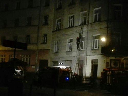 Ночью из-за пожара эвакуировали людей из здания в центре Львова