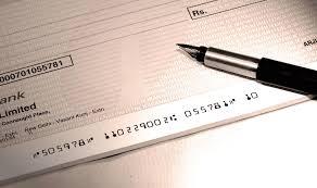 Я не я, и хата не моя: ровенский топ-налоговик переводил взятки на счета супруги