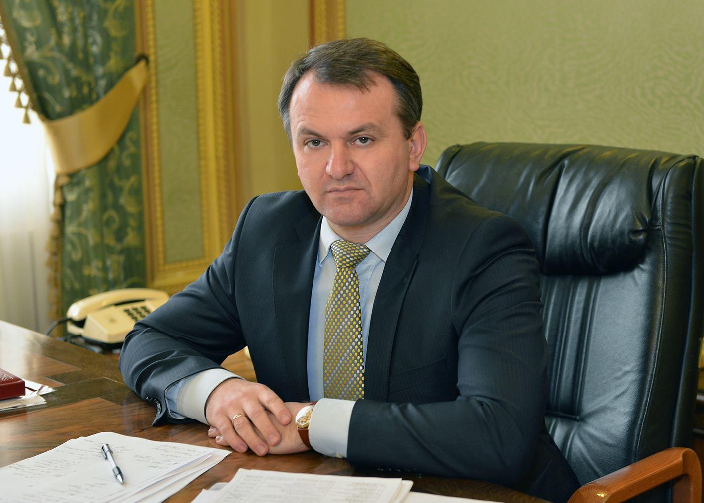 Стало известно, как львовский губернатор зарабатывает во время отпуска
