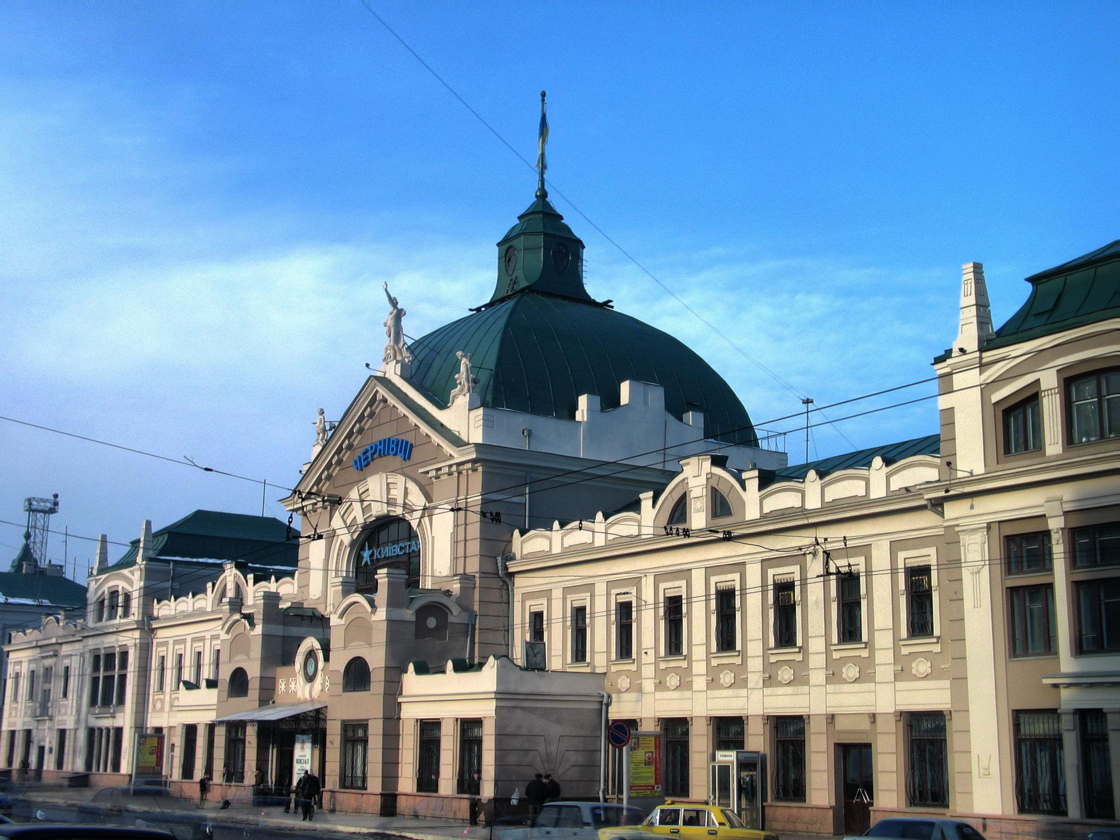 В Черновцах руководитель вокзала «попался» на получении взятки