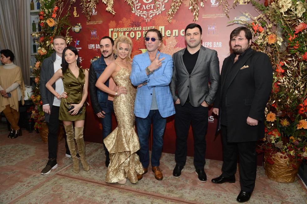 Скандал: украинские звезды развлекаются на вечеринке Лепса
