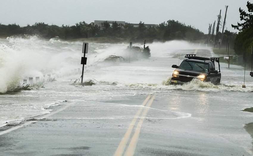 Самый мощный ураган за 10 лет ударил врасплох: несколько человек погибло