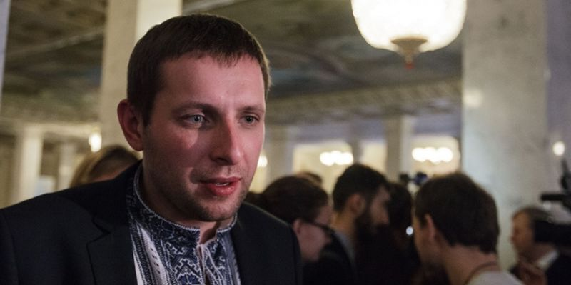 В Сеть попало видео как Парасюк и Береза избили журналиста (видео)