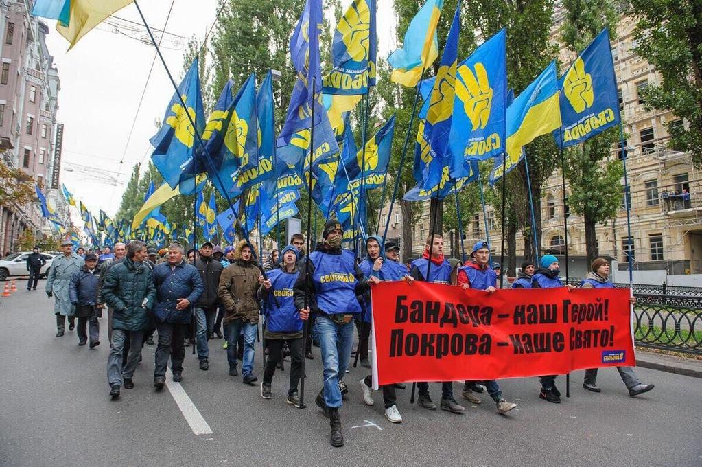 Тягнибок пришел на Марш Славы с детьми и внучкой (ФОТО)