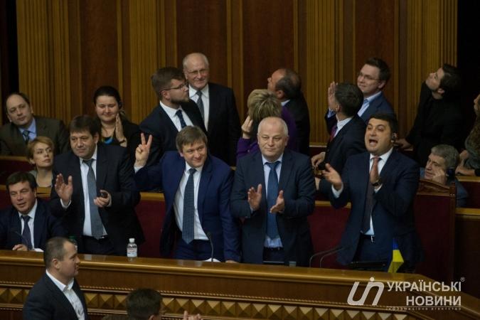 Список депутатов, которые проголосовали за повышение себе зарплаты до 40 тыс