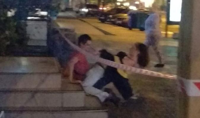 В центре Одессы пара занималась интимом на тротуаре (18+)