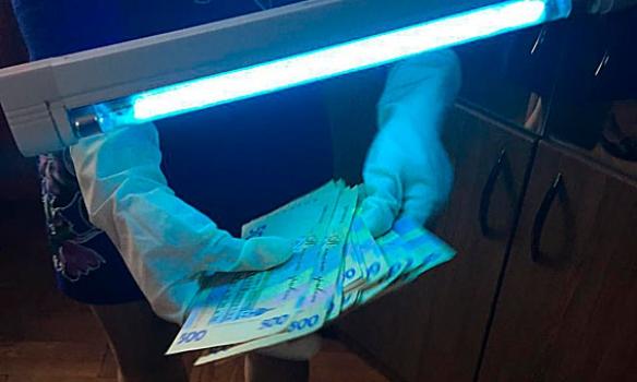 Во Львове на взятке в 15 тыс. грн задержали и. о. руководителя областной Госпродпотребслужбы (ФОТО)