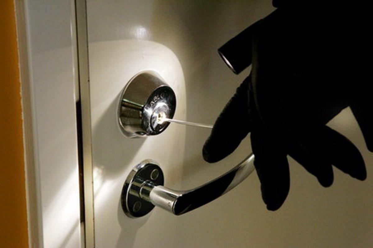 Грабители совершили разбойное нападение на офис компании ради 220 долларов
