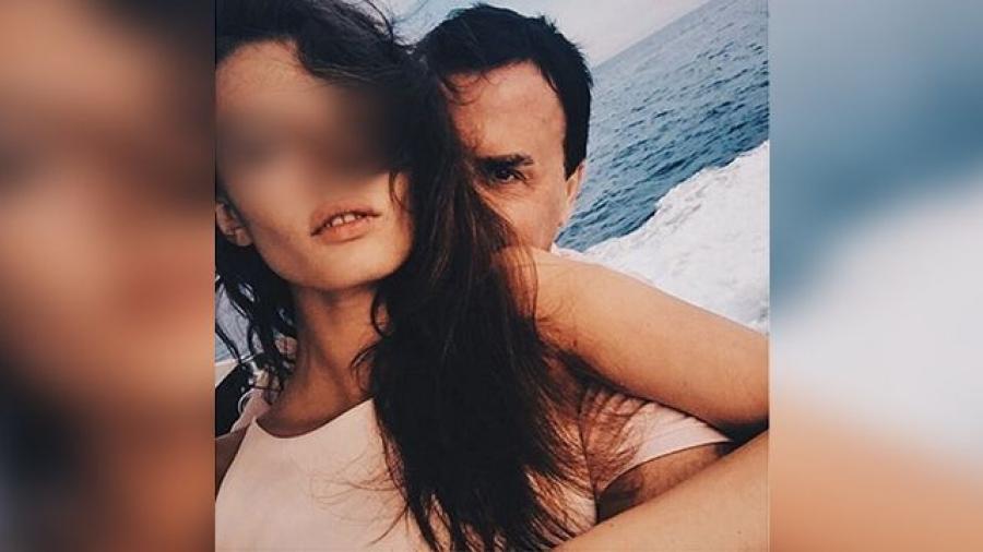 Как известный женатый депутат развлекался с девушкой в отеле (пикантные фото)