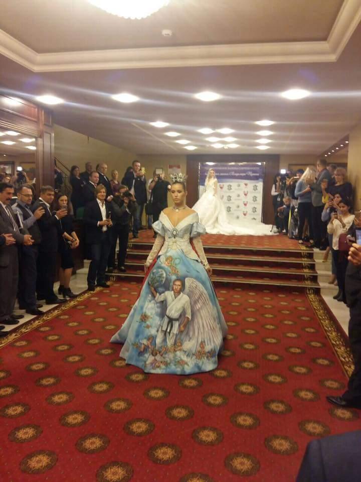 Платье Путина: новый тренд насмешил всю сеть