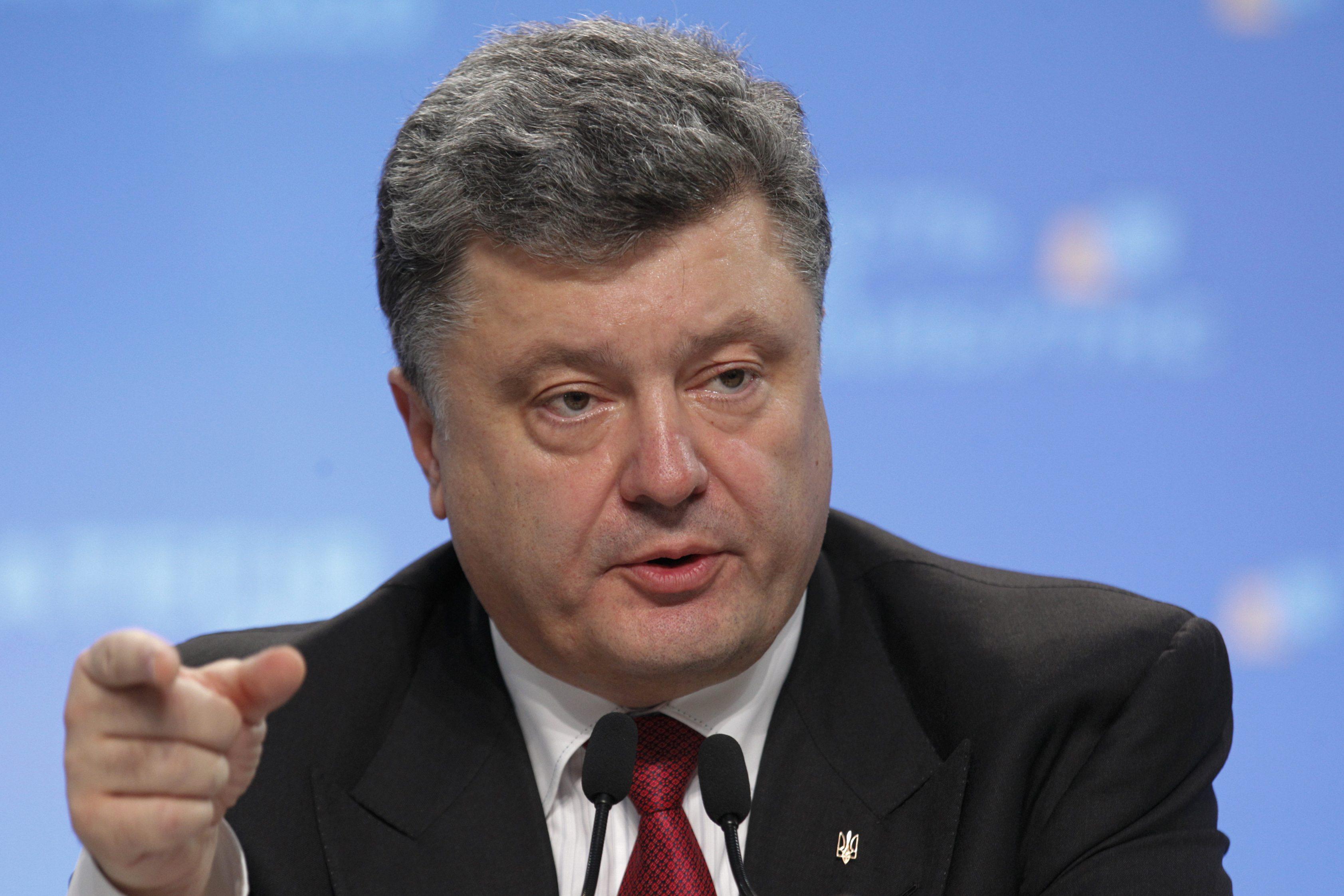 Порошенко боится подать декларацию: все украинцы в ожидании