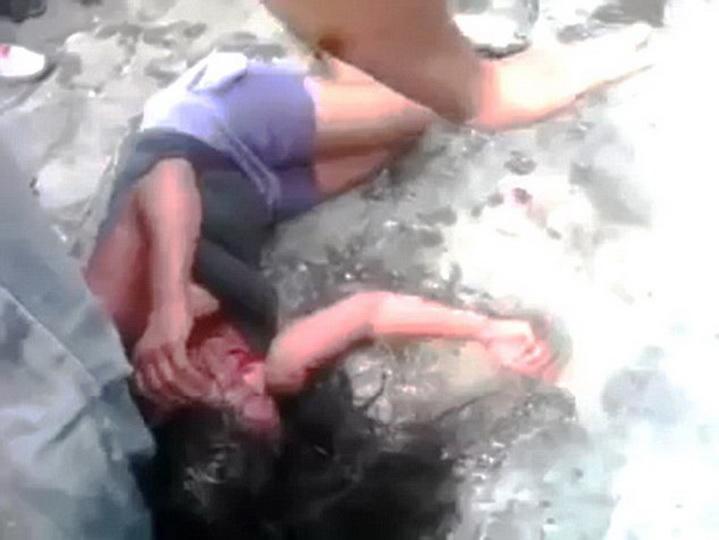 Безразличный Львов: мужчина на глазах у людей избил женщину