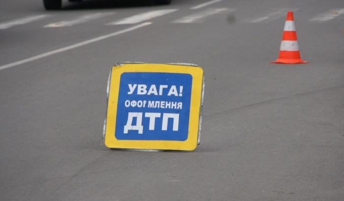 Перевернутый грузовик перекрыл движение во Львове