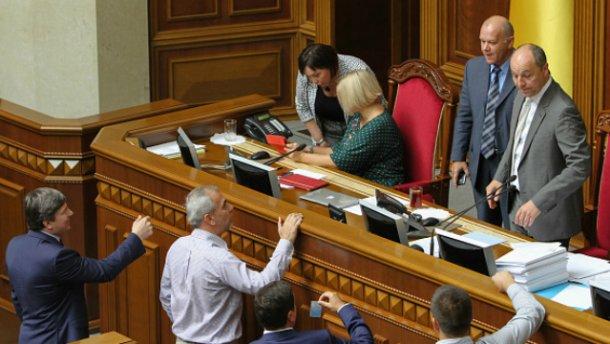 Парламент должен еженедельно увольнять судей-нарушителей, – Чорновил
