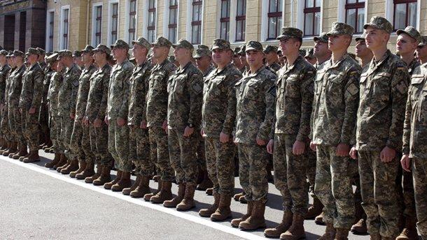 Начался осенний призыв. Будут ли отправлять солдат-срочников в зону АТО?