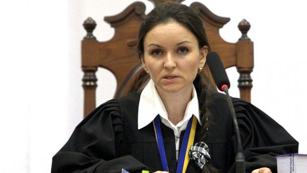 Скандальная судья подает в суд на Порошенко