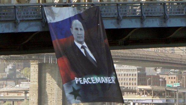Путина-«миротворца» повесили на мосту в Нью-Йорке (ВИДЕО)