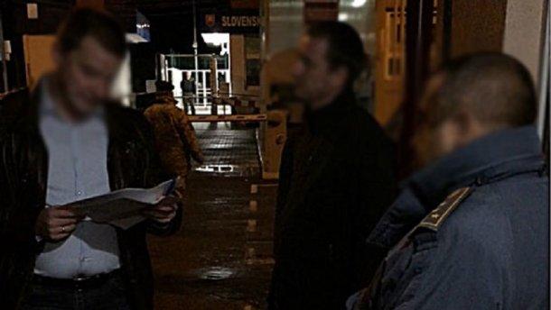 На Закарпатье таможенник требовал от участника АТО 1,6 тысяч евро взятки