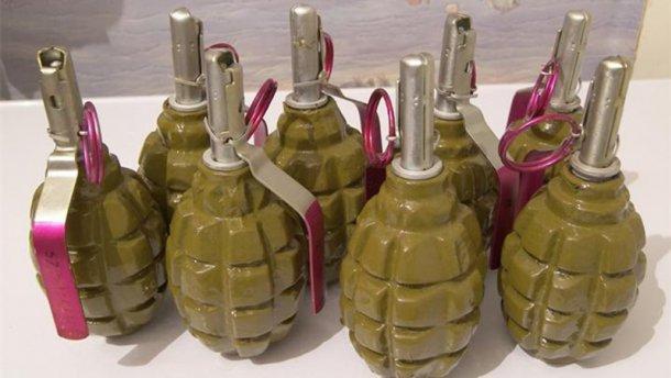 В центре Киева правоохранители нашли тайник с боеприпасами и взрывчаткой