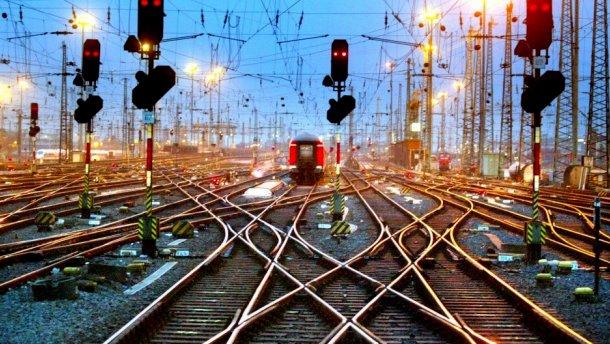 Лесовоз врезался в пассажирский поезд в Винницкой области, есть жертвы