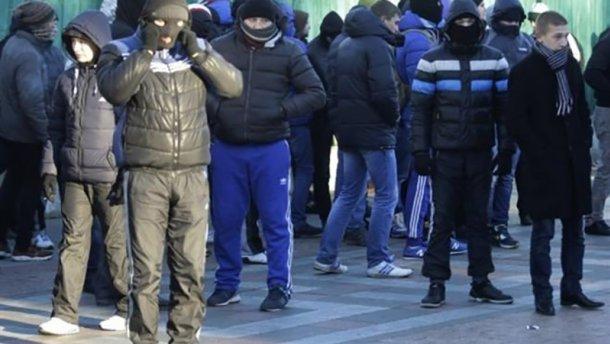 Молодые люди с файерами атаковали представительство США в Москве, – СМИ