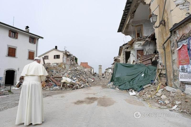 Как Папа Римский решил прогуляться по руинам разрушенного города в центре Италии